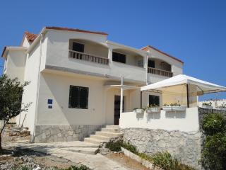 Apartments Villa Ana 7+1 person, Drvenik Mali