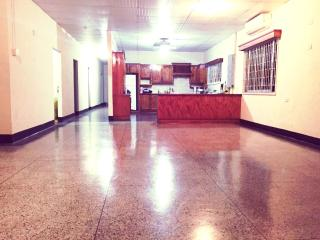 Newly remodeled Spacious clean safe home close to, Tunapuna