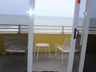 Room 1105 - 1 BR Ocean Front