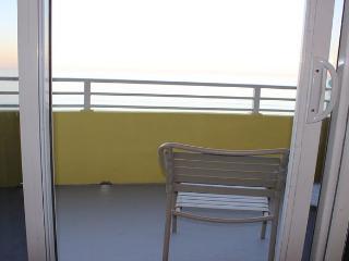 Room 1209 - 1 BR Ocean Front