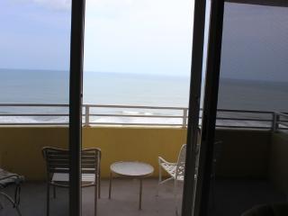 Room 1409 - 1 BR Ocean Front