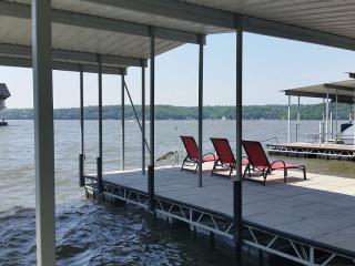 Lakefront Chateau - Beautiful Home with Boatdock, Osage Beach