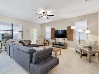 Beautiful 6 Bedroom ChampionsGate Golf Resort Pool Home. 1457BTR, Kissimmee