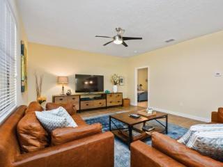 5 Bedroom ChampionsGate Golf Resort Pool Home. 1475RF, Kissimmee