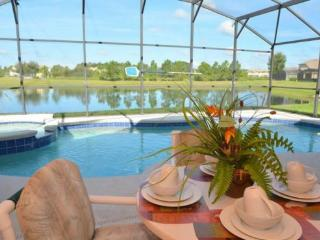 17637WW. 5 Bedroom Pool Home with Lake View