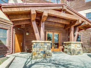 Riverfront Lodge Close to Beaver Creek & Vail Ski Resorts, Avon