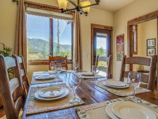 Luxury meets comfort in townhome w/ski area views!, Steamboat Springs