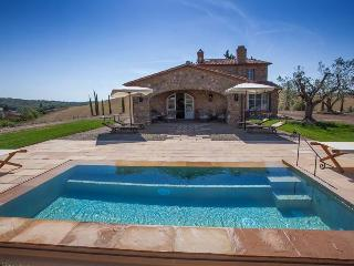 Lovely villa with Jacuzzi pool near Livorno for 8 people