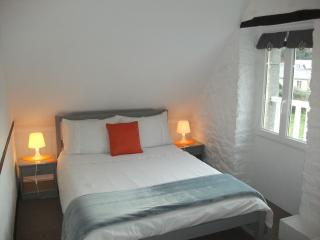Small double room with private ensuite showeroom, Mont-Saint-Michel