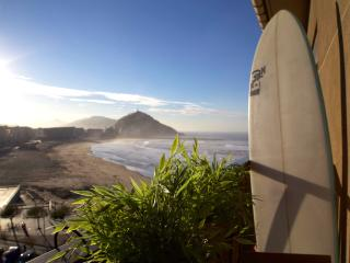 CENTRAL - SEA VIEWS - FREE SURFBOARD - WIFI, Donostia-San Sebastián