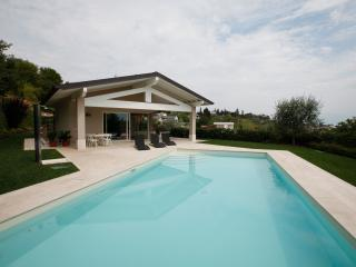 Amazing new villa private swimming pool, lake view, Padenghe sul Garda