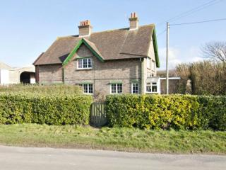 Modern Country Cottage, lovely views, nr sea, Bishopstone
