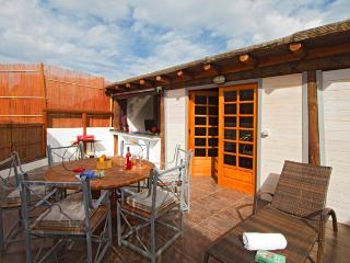 Quaint 1 bed Eco Lodge, Inc; Transfers/Car, Pool, Wifi, Play Park, Near Beach