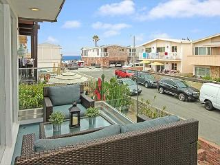 Updated, Steps to Sand- Patio, Balcony, & Large Rooftop Deck with BBQ (68412), Newport Beach