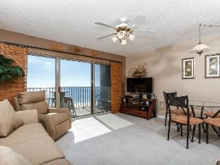 ETW 4003: UPGRADED beachfront condo- full kitchen,WiFi,balcony,FREE BEACH SVC, Fort Walton Beach