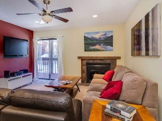 MT267D Inviting Condo w/Fireplace, Clubhouse, Wifi, Covered Parking, Frisco