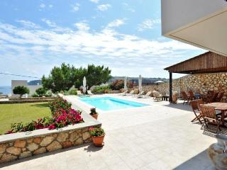 Villa Amara with private pool and hot tub, Lindos