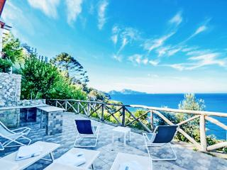 Amalfi Coast Villa Elisi with private pool and walking distance to town