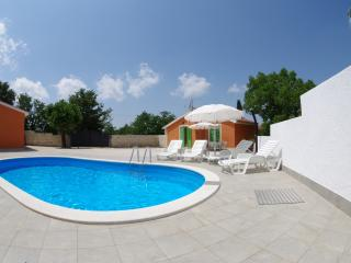 Holiday House Sv.Kirin, private pool, Vodnjan