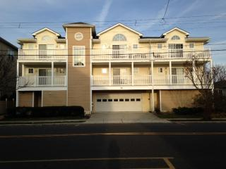 Beautiful Wildwood Beach Condo - Near Everything