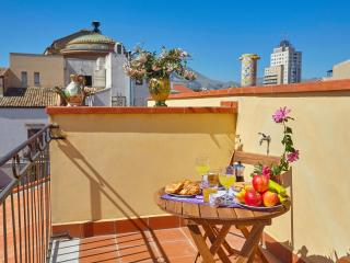 Penthouse close to Teatro Massimo with terrace