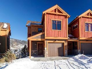 Elegant, Rocky Mountain Classic in Silverthorne – Hot Tub and Game Room!