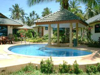 beach front villa in iIyllic Samui resort