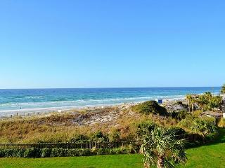 Beachside II 4226: Gulf and beachfront condo, pool, FREE WIFI + golf