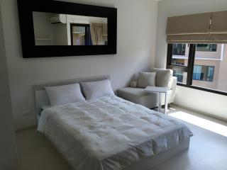 Brand New Studio Apartment in Sathorn, Bangkok