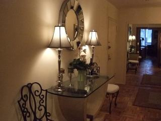 Elegant Romantic NY Condo-walk to shops, museums.