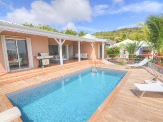 La Vie En Bleu - Ideal for Couples and Families, Beautiful Pool and Beach, Orient Bay
