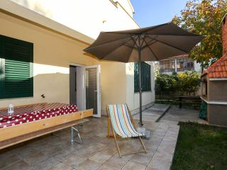 3 BeDRooM, GaRDeN, PRiVaTe PaRKiNG!