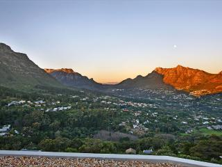 Home Overlooking the Valley, Hout Bay
