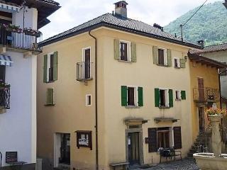 Piazza 2, Intragna