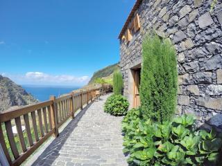 Casa de Campo - Traditonal Stone Cottage, Porto Moniz