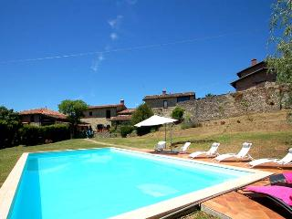 8 bedroom property with pool in Garfagnana, Villa Collemandina