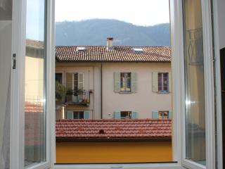 Bright Apartment in Como Centre