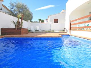 Cozy holiday house with swimming pool and garden, L'Escala
