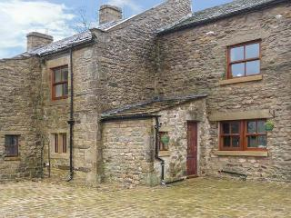 ORCABER COTTAGE, pet-friendly, WiFi, woodburner, great countryside views, Austwick, Ref 15486
