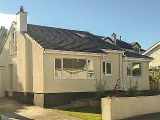 AWEL MON, detached, gardens, hot tub, WiFi, Benllech, Ref 21994
