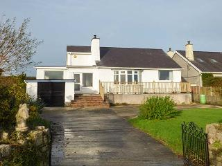ABERMOR, detached, all ground floor, lawned garden, WiFi, woodburner, in