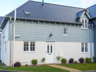 AUBERGINE COTTAGE, coastal, en-suite, on-site facilities including swimming pool, sauna and steam room, Filey, Ref 930064