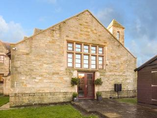 BRIDGE HOUSE en-suite shower, WiFi, woodburning stove, enclosed garden in Wolsingham. Ref 930409
