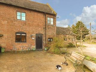 BLUEBELL COTTAGE, Grade II listed barn conversion, farmhouse-style kitchen, countryside views, Ashbourne, Ref 930924