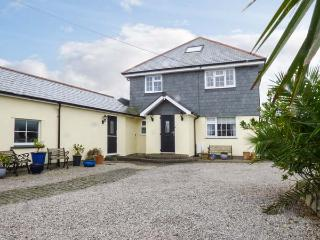 CHY AN HUDER, luxury holiday home, woodburner, en-suites, WiFi, games room, garden, Mullion, Ref 931238
