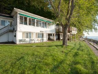 Vashmar. Lots of windows and sunshine looking over Lake Michigan. Saturday Rental. Closed 10/15-4/15., Covert