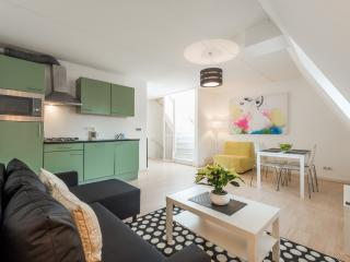 2 min. walk from CENTER  in  popular jordaan area, Amsterdam
