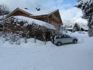LOVELY 2 BED GARDEN CHALET APARTMENT SLEEPS 4-6, Les Houches