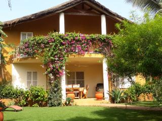 Villa africaine en résidence avec femme de ménage inclus - Saly - bord de mer, Mbour