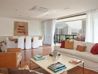 Vibrant 3 Bedroom Apartment Nestled in Leblon, Rio de Janeiro